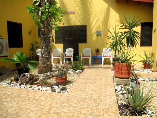 Buffam's Tropical Haven: Courtyard