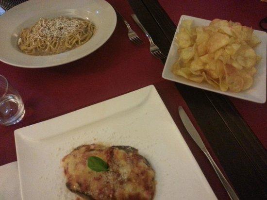 Osteria del Sostegno : Cacio e pepe..parmiggiana...chips