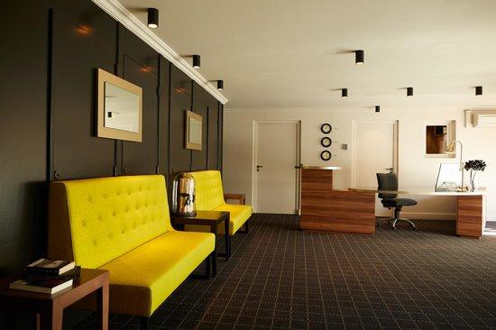 Atrium Hotel : La réception  24H/24