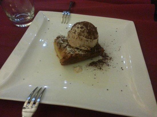 Osteria del Sostegno : Torta di mele con gelato alla cannella