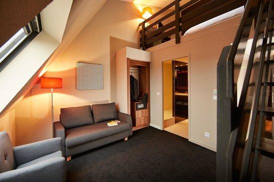 Atrium Hotel : Chambre Duplex partie salon rdc