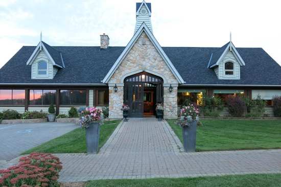 Vineland Estates Winery Restaurant: Grand entrance