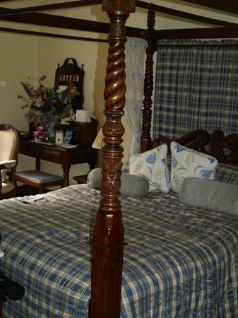 Tigh na Sgiath Country House Hotel: 4 Poster Bed - Tulchan room
