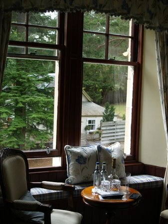Tigh na Sgiath Country House Hotel : Beautiful window seat - Tulchan room