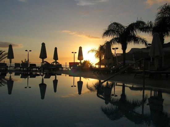 TUI Sensimar Lindos Bay Resort & Spa : Pool at night