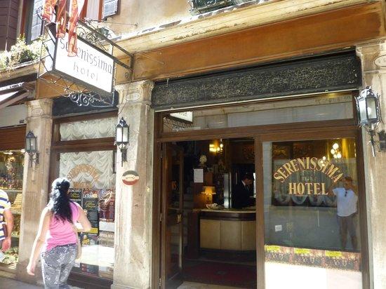 Hotel Serenissima: Fachada del Hotel