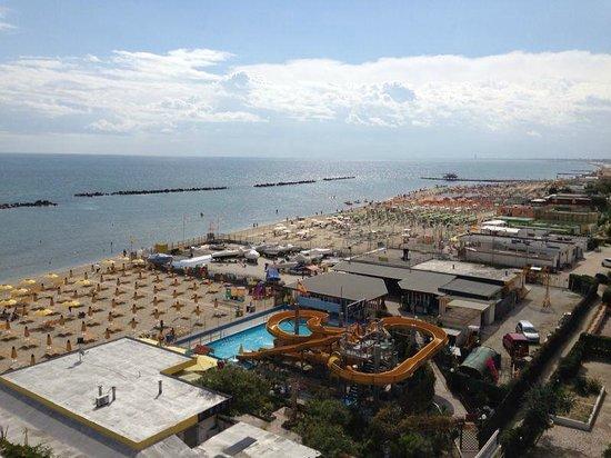 Veduta dal balcone: acquascivoli bagno elio e roby - Picture of Hotel Amalfi,...