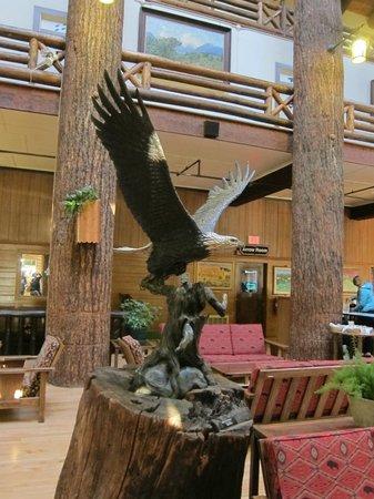 Glacier Park Lodge: Inside Lobby