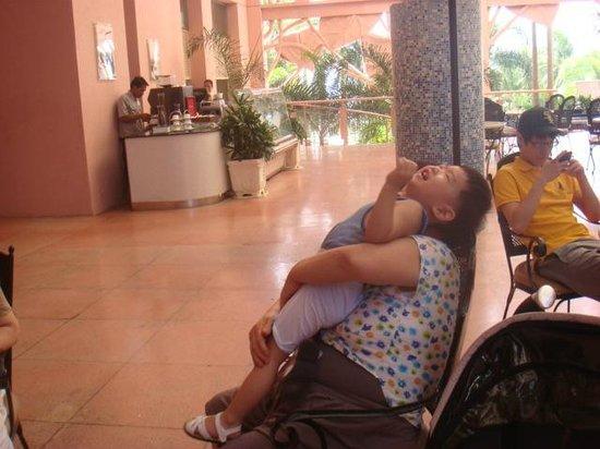 Moevenpick Hotel Mactan Island Cebu : lobby lounge(my son with maternal grandmother)