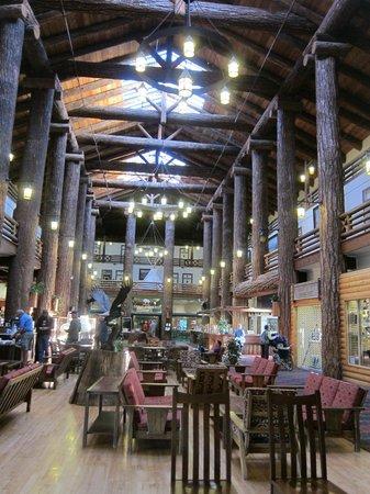 Glacier Park Lodge: Magnificent Construction & Architecture