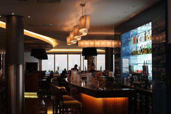 Jurys Inn Hotel Prague: The main bar