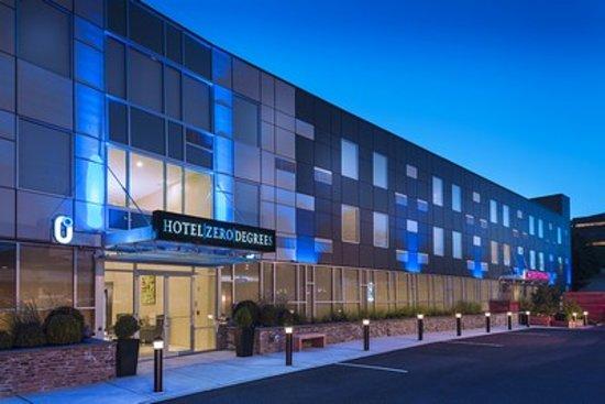 Hotel Zero Degrees Norwalk : Hotel Entrance