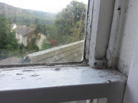 Cuilfail Hotel: verdreckte Fenster, im Bad nicht zu öffnen