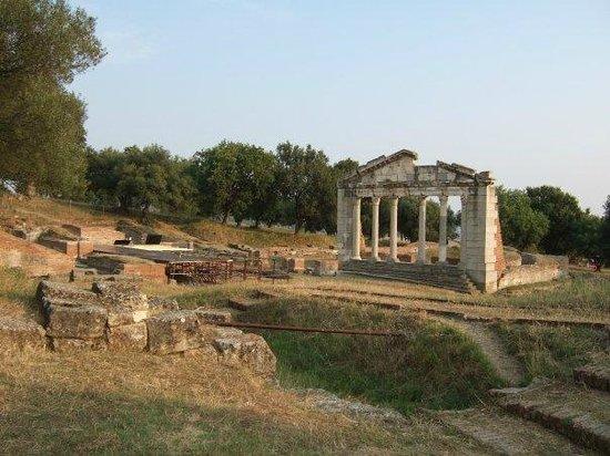Fier, Albanien: Ancora l'Odeon e la scena del teatro dal colonnato