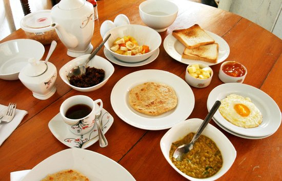 Sincere Wilderness: Breakfast spread (for one person!)