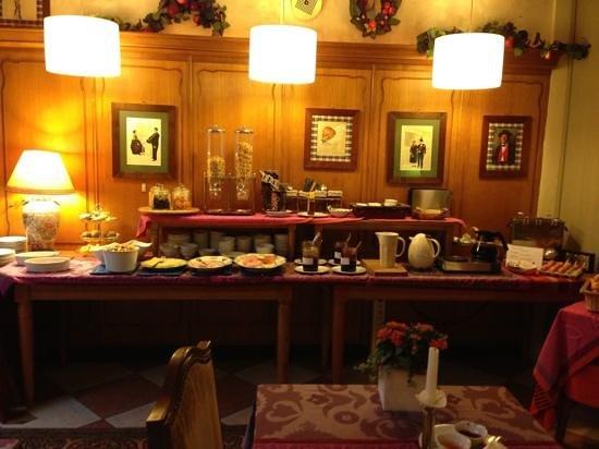 Hotel Chez Jean : breakfast buffet