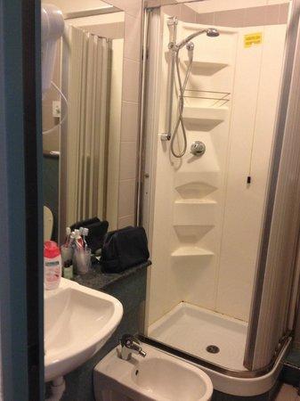 Priori Hotel: bagno