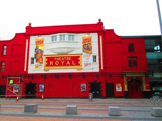 Cottage 76: Stratford Theatre