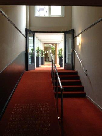 Park Plaza Victoria Amsterdam: Acceso a los ascensores de las habitaciones2