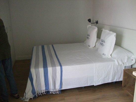 Hotel Boutique Horta d'en Rahola : spartanisches Zimmer