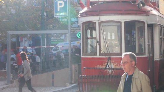 The 3 Sisters Lisbon: surroundings :: tram