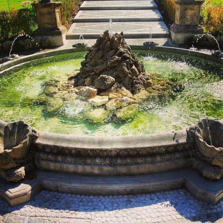 Villa Cora: Fountain!