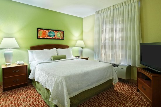 TownePlace Suites Savannah Midtown: One Bedroom Suite Sleeping Area