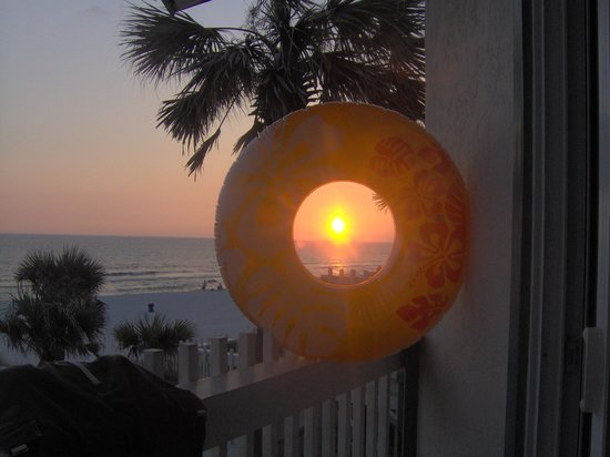 The Sandpiper Beacon Beach Resort: Sunset from 2nd floor balcony