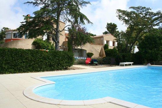 Chambres d'hôtes Mas Orfila : Piscine et terrasse