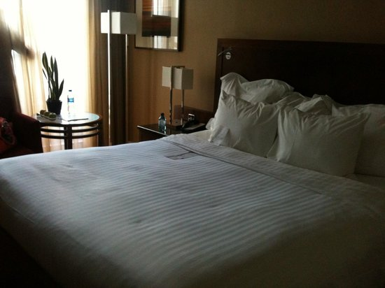 London Marriott Hotel Regents Park : Our room, and THAT bed!