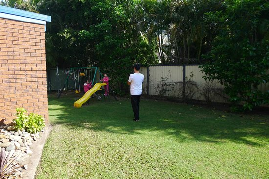 Coffs Harbour Holiday Apartments : playground & lawn area