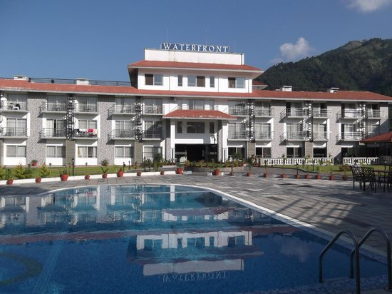 Waterfront Resort Hotel: Hotel and pool area