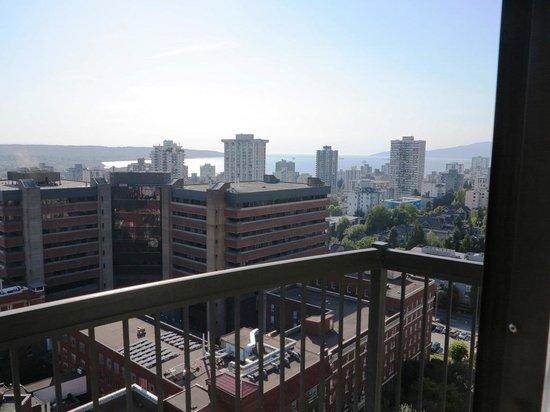 Century Plaza Hotel & Spa: View from Room towards English Bay