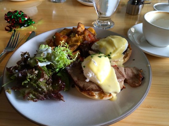 Poached Eggs Benedict at Fraser Cafe