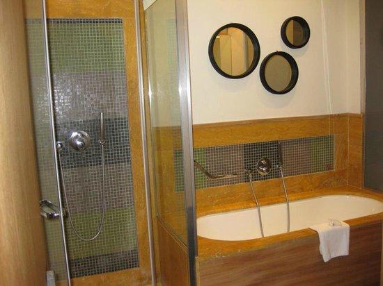 Babuino 181 : Spacious bathroom