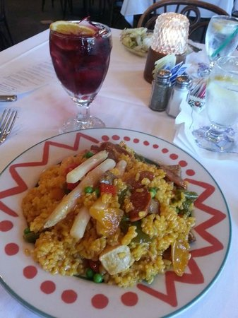 Columbia Restaurant: Sangria and Meat Paella