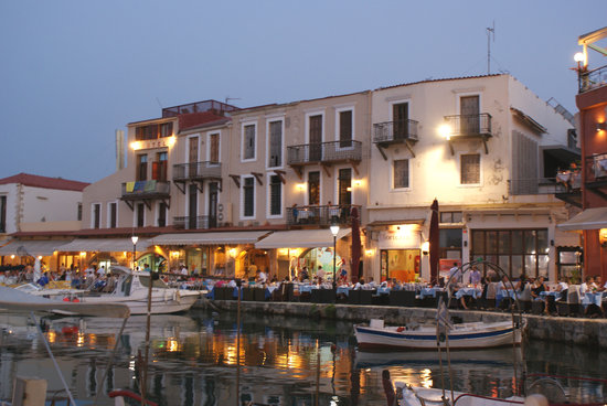 Zefyros Family Fish Taverna : Venetian Harbour frontage at night from Zefyros.....