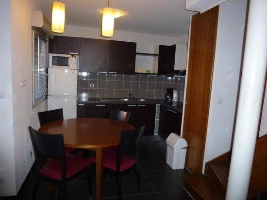 Park & Suites Toulouse Saint Simon : kitchen dining