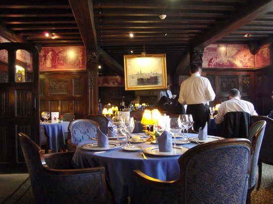 Restaurant La Couronne: Joan of Arc dining room overlooking the marketplace.