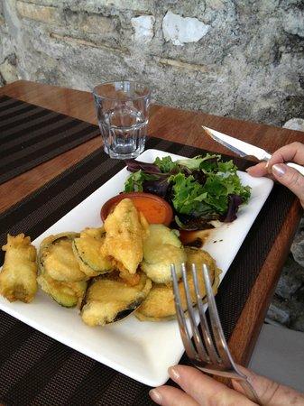 Le Vieux Moulin : Beignets mit Salat