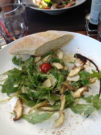 Le Vieux Moulin : Salat aus rohen Artischocken, Parmesan und Rucola