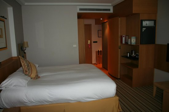 Parker Hotel Brussels Airport: lit king size