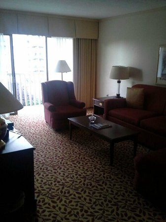 Royal Scot Hotel & Suites: Living room