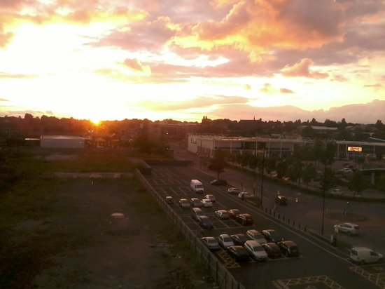 Premier Inn Walsall Town Centre Hotel: Sunday summer sunset