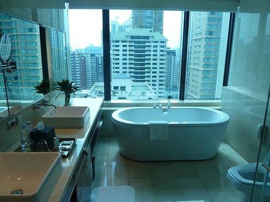 Renaissance Bangkok Ratchaprasong Hotel : Renaissance Suite Bathrrom