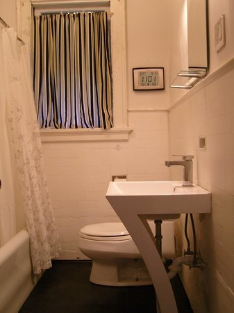 Hopkins Park Bed and Breakfast: Bath