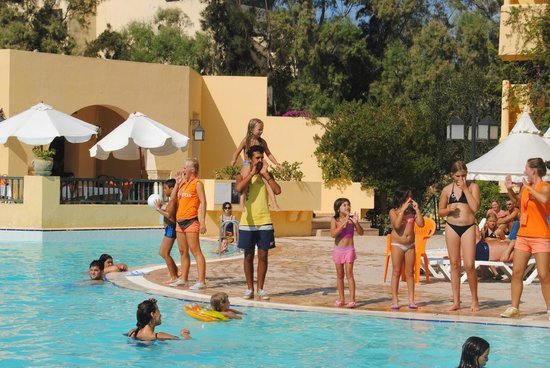 L'Ecrin Sandra Club: gym au bord de la piscine
