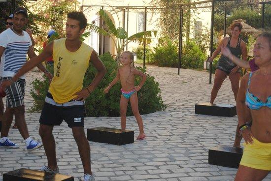 L'Ecrin Sandra Club: step avec Faresanination piscine