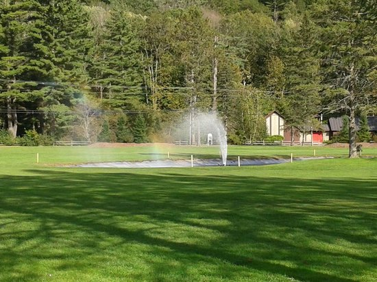 Lake Morey Resort: Rainbow fountain between 2nd and 3rd holes