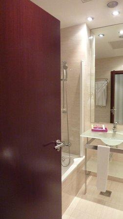 Hotel Zenit Bilbao: salle de bain
